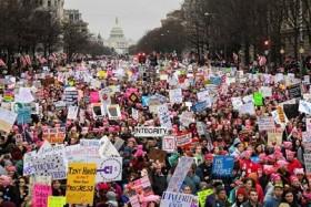 Con el Congreso atrás, cientos de miles de personas marcharon rumbo a la Casa Blanca. Foto: Reuters / Bryan Woolsto