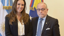 lisa Trotta Gamus, embajadora de Juan Guaidó en Argentina, con el canciller Jorge Faurie, aen abril de 2019.